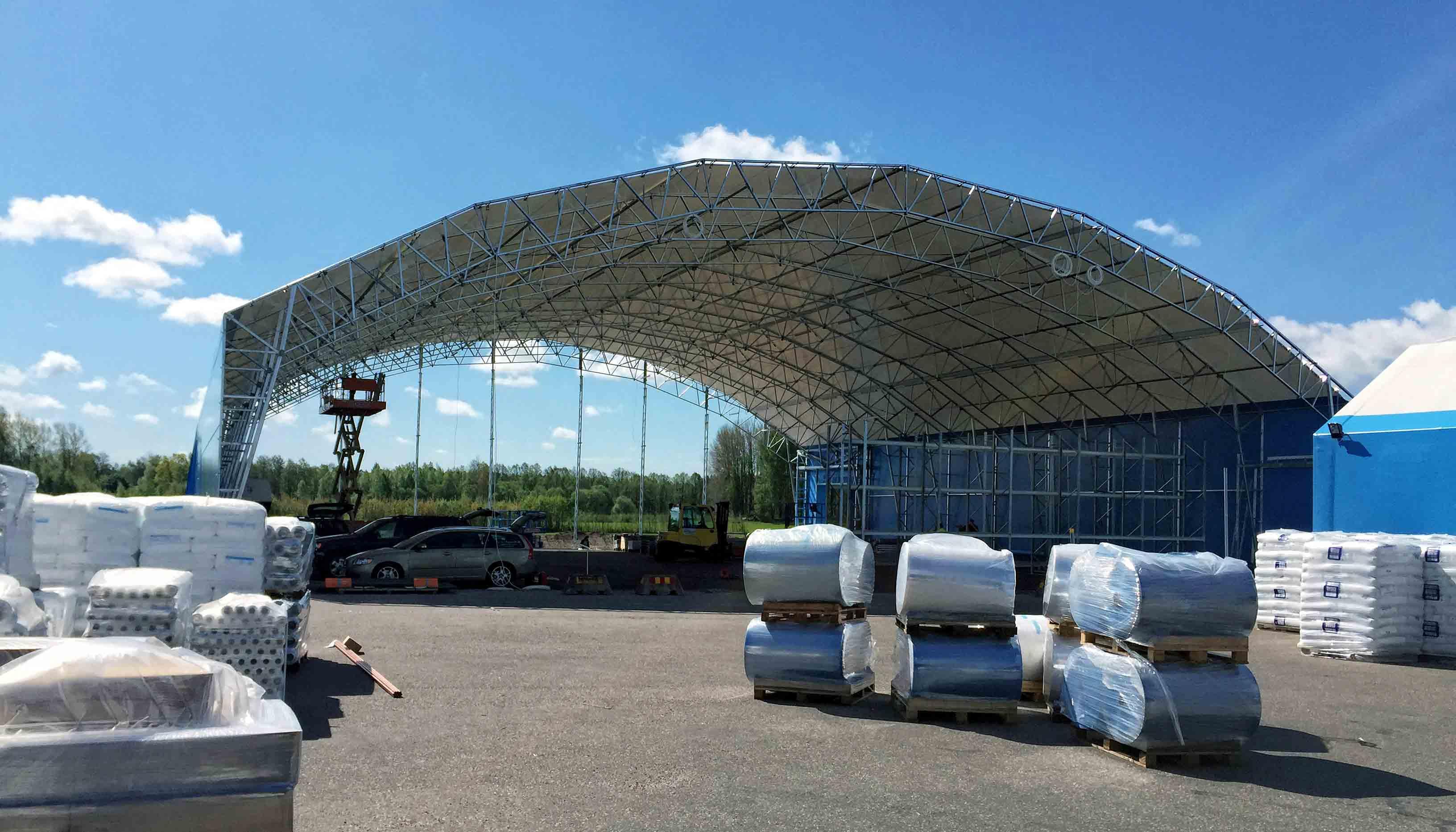 Den första delen av Alfapacs lagerhall tar form.