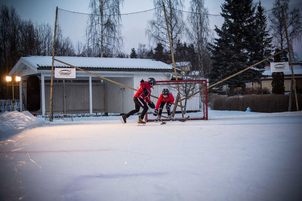 Vår mellanviktspresenning fungerar perfekt som grund till en hemmagjord hockeyrink.