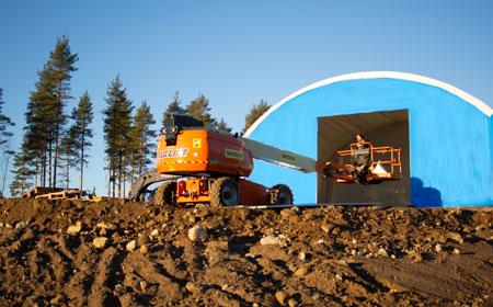 Blå tälthall på bygganläggning