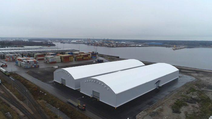Två stora lagerhallar i Gävle