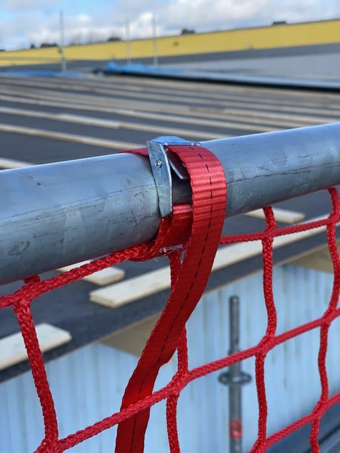Rött säkerhetsnät. Ställningsnät till byggställning