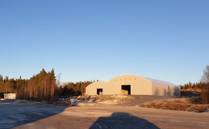 Två gråa hallar till kalkstenslager hos SMA Mineral