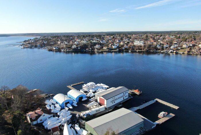 Två hallar på varvet Korsholmsvarvet utanför Dalarö. En perfekt lösning för båtförvaring