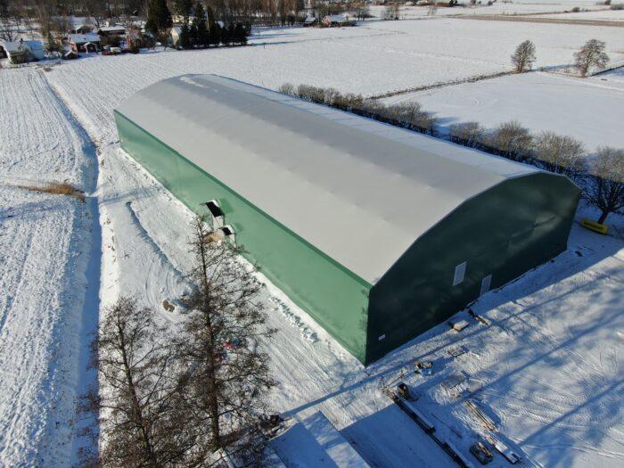Grön idrottshall i snölandskap - Gullspång Arena