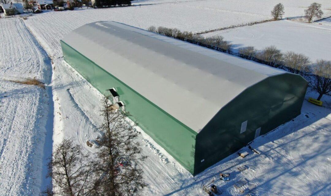 Grön hall för idrott i snölandskap - Gullspång Arena