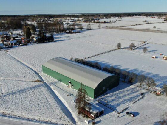 Gullspång Arena i vinterlandskap - Grön idrottshall i Gullspång Kommun